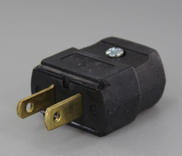 BLACK LEVITON POLARIZED LAMP PLUG WITH SCREW TERMINALS